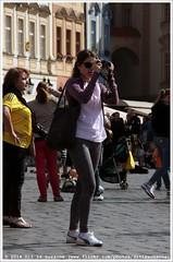 Photographer at work | Fotograaf aan het werk (Dit is Suzanne) Tags: people photographer prague streetlife praha czechrepublic oldtown mensen fotograaf tsjechi   starmsto img1024 img1022 views150 oudestad   ditissuzanne canoneos40d  sigma18250mm13563hsm