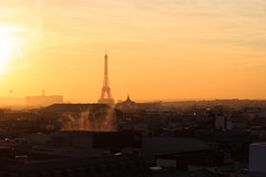 Coucher de soleil sur la tour Eiffel (StephanExposE) Tags: paris iledefrance france stephanexpose ville city canon 600d 1635mm 1635mmf28liiusm rue street