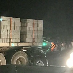 مصرع 4 أشخاص من عائلة واحدة وإصابة اثنين آخرين بعد اصطدام سيارتهم بشاحنة في الرياض (ahmkbrcom) Tags: منطقة الرياض
