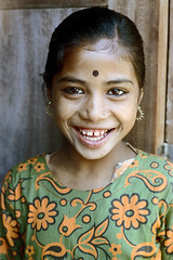 21-037 (ndpa / s. lundeen, archivist) Tags: nepal portrait people color film girl smile face smiling 35mm 21 nick dot earrings nepalese 1970s 1972 himalayas younggirl nepali dewolf nickdewolf photographbynickdewolf foreheaddot reel21 hillyregion dotonherforehead