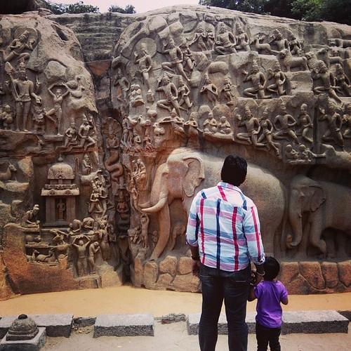 Sunday tourists #mamallapuram #mahabalipiram #india #tamilnadu #heritage #elephant #statue