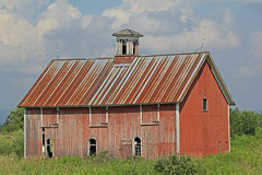 barn on 170A (waxing crescent) Tags: red architecture barn rural rust redbarn 100mmmacro barnboard barnsgroup