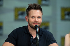Joel McHale (Gage Skidmore) Tags: california dan community san comic dino joel diego jim center convention jacobs gillian con rash harmon 2014 mchale stamatopoulos