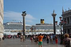 Kein Wasser - vor lauter Costa (mobilix) Tags: costa wasser venedig kreuzfahrtschiff sanmarco markusplatz einsonce kw28236