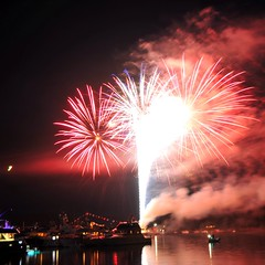 Harbor Finale (Tom Leers) Tags: reflection water boats harbor fireworks yachts finale