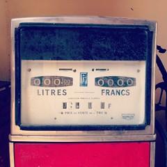 #Litres #Francs #garage #Beaumont-en-Auge (FX Communication // Photo Lab) Tags: square nashville squareformat iphoneography instagramapp uploaded:by=instagram