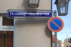 Stralsund - Altstadt (39) - Ob der Herr Brgermeister zu Lebzeiten mit seinem Namen glcklich war? (Pixelteufel) Tags: urlaub ostsee ferien freizeit stralsund tourismus hanse verkehrszeichen mecklenburgvorpommern hauswand verkehrsschilder erholung strasenschild ostseeraum