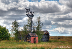 (Pattys-photos) Tags: old windmill buildings cloudy decay idaho