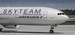 SkyTeam (360 Photography) Tags: tarmac plane airplane ramp montreal aviation boeing 777 dorval avion airfrance 2012 yul b777 skyteam 210612 mathieupouliot fgznn