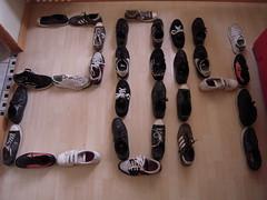 2014 (marsupilami92) Tags: france frankreich shoes ledefrance sneakers nike baskets vans adidas handicapinternational 92 chaussures courbevoie springcourt becon hautsdeseine pyramidedechaussures beconlesbruyres conversestarplayer pyramidevonschuhen piramidedezapatos