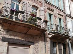 Villeneuve-sur-Lot, Lot-et-Garonne (Marie-Hélène Cingal) Tags: 47 lotetgaronne aquitaine nouvelleaquitaine france sudouest villeneuvesurlot balcons balconies fer iron