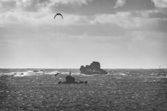 Sous le vent à Argenton (petitbol) Tags: bretagne brittany kitesurf nb bw blackwhite noiretblanc argenton