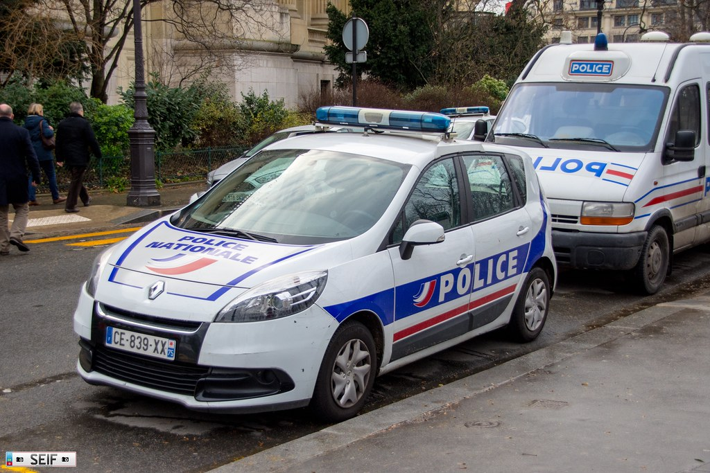 the world 39 s best photos of policia and renault flickr. Black Bedroom Furniture Sets. Home Design Ideas