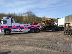 Volvo FH13 Recovering Burntout 8 Wheeler Grab 2 (JAMES2039) Tags: volvo tow towtruck truck lorry wrecker heavy underlift heavyunderlift 8wheeler 6wheeler frontsuspend daf 85 95 grab cardiff rescue breakdown ask askrecovery recovery fh13 pn09juc pn09 juc fire burnt burnout burntout