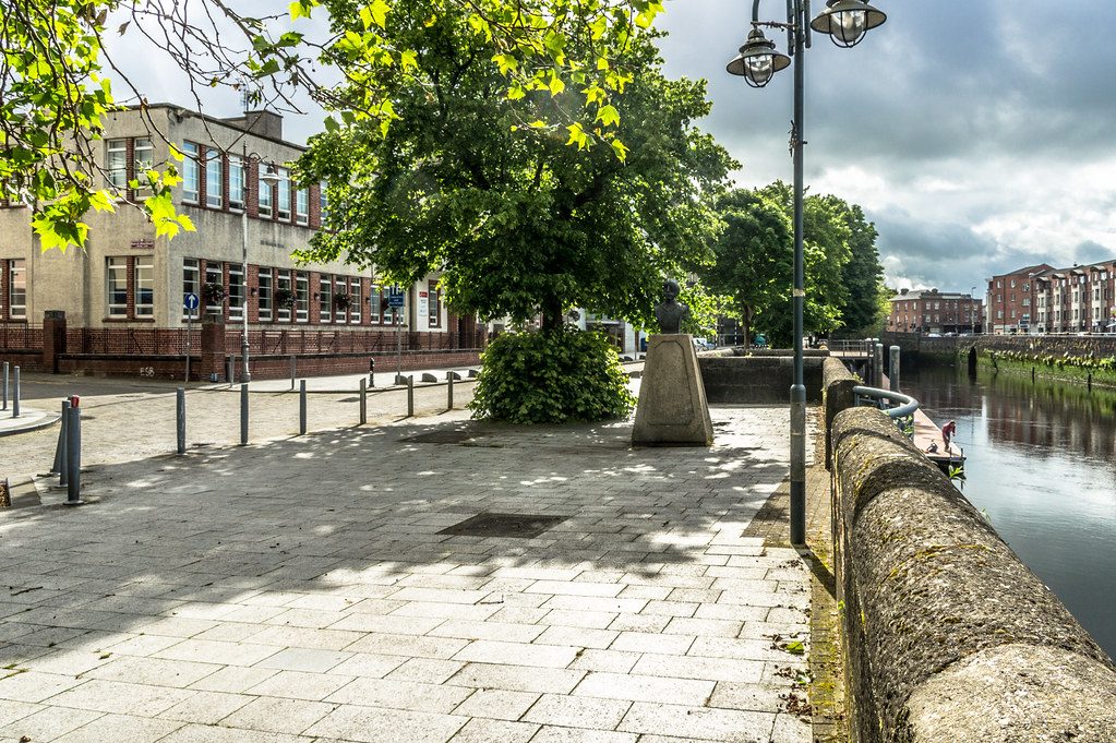 ANTI-WAR MEMORIAL ON GEORGES QUAY BY VINCENT BROWNE