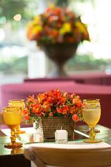 Centro de mesa (Flor e Forma) Tags: flowers wedding flores yellow laranja decoration rosa amarelo casamento decorao vinho terracota iateclubedesantos minirosa florforma floreforma