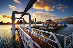 大稻埕碼頭 - Dadaocheng Wharf - Taipei, TAIWAN (urbaguilera) Tags: park city sunset sky urban color water beautiful river point boats design nikon waterfront angle riverside daniel wide perspective taiwan tourist tokina wharf taipei 城市 vanishing 日落 臺灣 boarding aguilera 天空 紅色 河濱公園 danshui 淡水河 大稻埕碼頭 夏天 暑假 漂亮 水面 臺北市 d5000 旅客 1116mm 坐船 建築設計 之美 urbaguilera