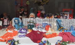 Hand-made (:Linda:) Tags: wool germany toy town clothing doll handmade thuringia shopwindow knitted eisfeld