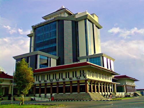 Gedung rektorat universitas trunojoyo madura a photo on flickriver gedung rektorat universitas trunojoyo madura thecheapjerseys Images