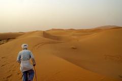 Our Guide (Keith Mac Uidhir 김채윤 (Thanks for 4m views)) Tags: sahara desert marocco desierto sa marruecos marokko deserto marrocos désert fas sahra marocko الصحراء marokkó モロッコ gurun 摩洛哥 сахара サハラ砂漠 maghribi サハラ 사막 mạc marako марокко 사하라 الكبرى 모로코 μαρόκο σαχάρα szahara çölü मोरक्को 撒哈拉沙漠 मरुस्थल ประเทศโมร็อกโก mòrókò maruekos सहारा sàhárà ทะเลทรายสะฮารา