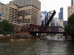 2014.07.25-18.33.19 (Pak T) Tags: bridge chicago abandoned buildings boats kayak bridges chicagoriver railroadbridge kayaks chicagosuntimes kinziestreet architecturerivertour zuikodigital kinziestreetbridge shorelinesightseeing olympus1260mm