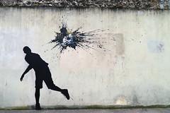 Attentat artistique (Groume) Tags: streetart paris manet 75013 ledjeunersurlherbe 13earrondissement douardmanet pejac ruedouardmanet