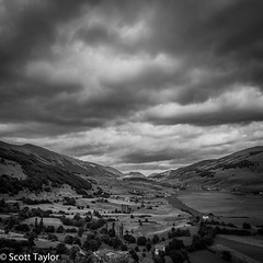 Valley, Pescocostanza (Scrufftie) Tags: travel blackandwhite bw italy monochrome canon italia abruzzo lightroom pescocostanzo canonef24105mmf4lisusm pescocostanza canon5dmkii