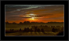 Sonnenaufgang (Tauras Caio) Tags: sky sunrise cloudy alba herbst himmel wolken otoo autunno sonnenaufgang morgens salidadelsol sonbahar herbststimmung efterret