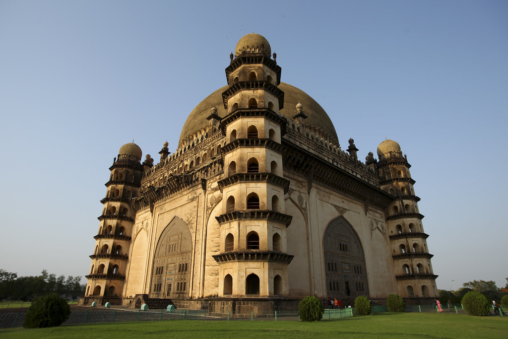 essay on gol gumbaz Location the gol gumbaz is located in the small town of bijapur in karnataka, india about the city bijapur city is the district headquarters of bijapur.