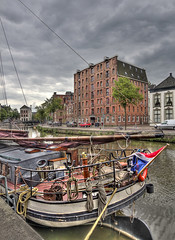 Boat and Warehouse (Jan Kranendonk) Tags: holland dutch boot boat canal europe ship flag historical groningen gracht pakhuis vlag historisch binnenstad