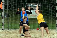 PG0O2734_R.Varadi-fotogalerie-rv.ch (Robi33) Tags: sun beach sports switzerland fight goal team sand women basel viewer derby referees ballsports beachhandball actionball