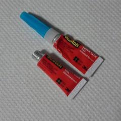เวิร์คอ่ะ...Super Glue Gel หลายเดือนที่แล้วมาใช้ กะว่าจะซื้อกาวแห้งเร็วทั่วๆ ไปพอมาดูอ้าวยิบผิดเป็นกาวเจล ก็ไม่คิดว่ามันจะดีอะไร วันนี้จำเป็นต้องใช้กาวรื่อๆ ดูมันยังไม่แข็ง ทีแรกก็กะว่าต้องเปิดหลอดใหม่แล้ว ใช้นิดเดียวที่เหลือก็แห้งแข็งไปเหมือนเคย กาวแบบเจ