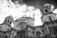Inmensa / Immense (MaikelCan) Tags: nikon catedral andalucia cdiz blanconegro d90 cdizcapital