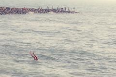 Piernas y pescadores (fertraban) Tags: sea summer mar fisherman andaluca legs playa verano cdiz pescador pescadores piernas pescar chipiona bucear
