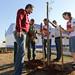 Plantando um Jequitibá na inauguração de uma escola em Araçatuba