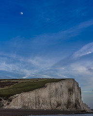 Moon over the cliffs (anderchalegre) Tags: sevensisters cliff landscape thedowns downs moon moonlight sussex sunset southengland england brighton seaford eastbourne bilinggap beachyhead uk unitedkingdom europe europa reinounido inglaterra lua falesia nikon nikond7200 d7200 50mm panoramic panorama