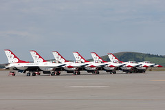 Thunderbirds 2014_3867 (Mike Head -Jetwashphotos) Tags: usa america us washington spokane ska f16 wa thunderbirds usaf fairchild afb fightingfalcon kska airdemostrationteam