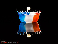 World Cup Drop Art Series: No. 15 - France (2) (Martin Koegl / www.waterdrop-photography.com) Tags: sculpture france macro art water bandeira canon eos krone milk droplets football drops agua frankreich waterdrop eau wasser arte kunst flag soccer cream frana skulptur drop weltmeisterschaft creme fluid gotas corona freeze bandera droplet lait crown worldcup gota splash mundial waterdrops acqua liquid francia photoart crema waterdroplets leche flagge copa sahne futebol ftbol highspeed wassertropfen tropfen calcio milch watersplash bandiera crowns waterdroplet leite fusball eingefroren flssig hochgeschwindigkeit liquidsculptures makrofotografie dropondrop tropfenfotografie dropsculpture tropfenfoto fluidphotoart