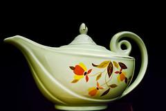 Autumn Leaf Tea Pot (No Talent Bum) Tags: china vintage nikon tea pot aladdin hallchina vintagechina d5300 nikond5300 hallchinaautumnleaf