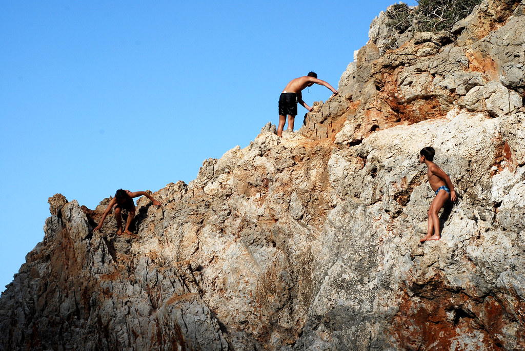 climbing rock sea swimsuits - photo #32