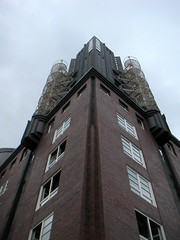 Up there .... (boeckli) Tags: windows window germany deutschland outdoor fenster hamburg hotelhafenhamburg dwwg windowwednesdays