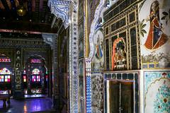 Beautiful interior of a palace in Mehrangarh Fort, Jodhpur, India ジョードプル メヘラーンガル・フォート内宮殿の豪華な内装 (travelingmipo) Tags: photo india asia 旅行 写真 インド アジア rajasthan ラジャスタン ラジャスターン jodhpur जोधपुर ジョードプル bluecity suncity ブルーシティ 青の町 青い町 メヘラーンガル・フォート メヘラーンガル城 メヘラーンガル砦 フォート 城 城塞 castle mehrangarhfort fort mehrangarh architecture 建築 arch window 窓 stainedglass ステンドグラス interior メヘラーンガル メヘランガル flowerpalace フール・マハル 花の宮殿 phoolmahal タハット・マハル