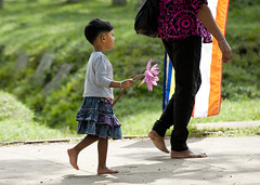 SL027 Sinhalese girl - Anuradhapura 02 - Sri Lanka (VesperTokyo) Tags: people woman man religious worship lotus buddhist religion praying unescoworldheritagesite barefoot srilanka ceylon believer anuradhapura devout pious    worshipers sinhalese     singhalese adherent  theravadabuddhism  hinayana   nikond3     floralofferings lesservehicle jozabuddhism   devotee