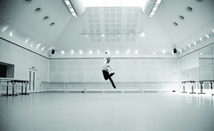 Exhibition of photographs of dancers now open at the ROH