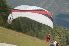 IMG_2359 Parapendio in partenza (Gianni Giacometti) Tags: italia campo rosso friuli udine parapendio tarvisio lussari