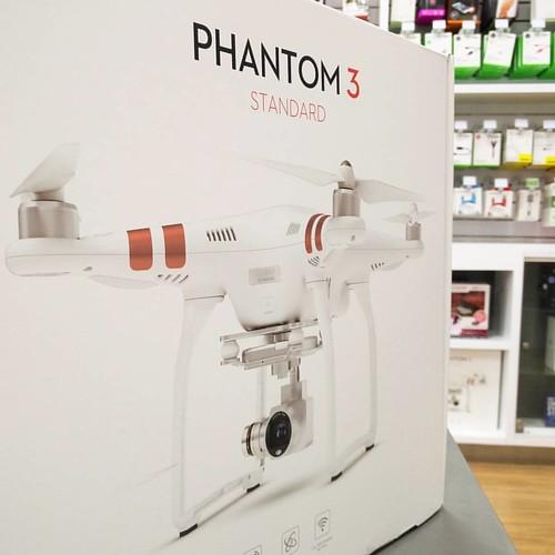 ¿Qué esperas para adquirirlo? drone DJI Phantom 3 Standard. Ideal para comenzar a disfrutar la emoción de volar de forma fácil y divertida @compudemano #cadadiamejor. Visita nuestra tienda o llámanos Bogotá: (1) 381 9922 - Medellín: (4) 204 0707 - Cali (2