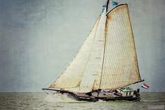 Vertrouwen (Anneke Jager) Tags: annekejager photography texture textured sailing sail sailboat sailingboot water watersport wasser