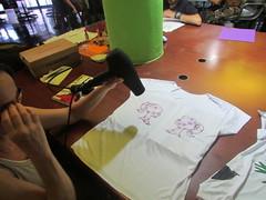 Oficina Costura Artística - Realizada 2016 (1º Semestre) (Kajsa Salles) Tags: tshirts tshirt camiseta camisetas customização customize upcycling camisetacustomizada peçasúnicas única exclusiva camisetaexclusiva pedraria diy façavcmesmo oficina feitoamão