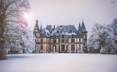 Winter romance (VandenBerge Photography) Tags: canon castle schadau schlossschadau romantic light winter snow thun lakethun theriveraar aare parc historical gothicrevivalstyle season trees cantonberne berneseoberland switzerland europe lonelyplanet nationalgeographic