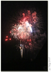 Feuerwerk zum Jubiläum (Mr.Vamp) Tags: jubiläum feuerwerkjubiläum feuerwerk buntefarben nachthimmel mrvamp vamp anniversary fireworksanniversary fireworks colorfulcolors